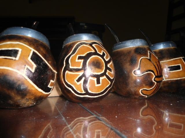 Acento Gauchesco - Mates Artesanías en cuero, madera, calabaza y metal